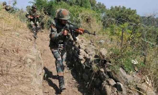पाकिस्तानी सैनिकों ने नौशेरा सेक्टर में नियंत्रण रेखा पर की गोलीबारी, एक जवान शहीद
