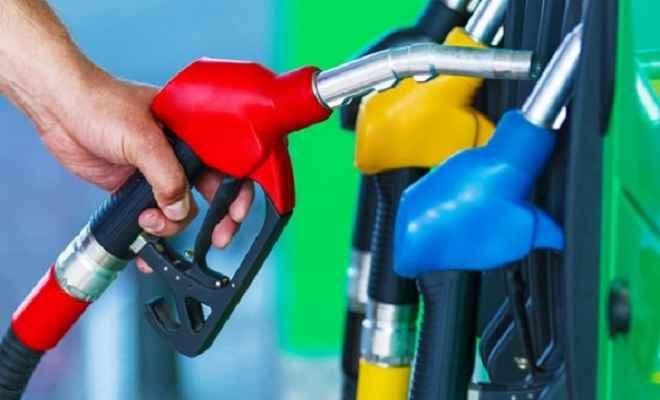 तेल कंपनियों ने पेट्रोल-डीजल की कीमतों में फिर से कटौती, जानें आज के भाव