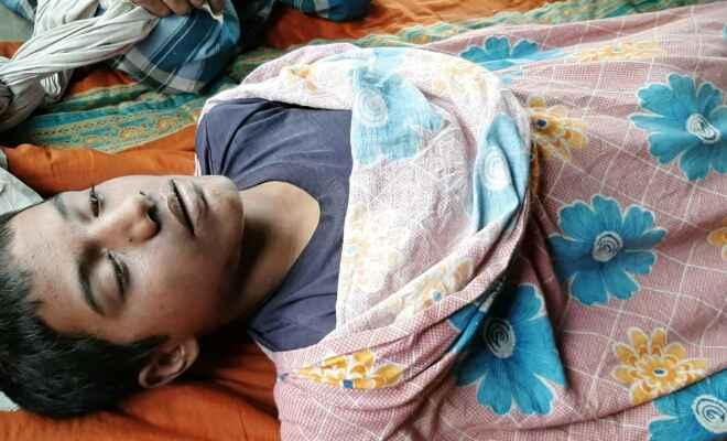 एक 17 वर्षीय युवक का पेड़ से लटका मिला शव, हत्या की आशंका