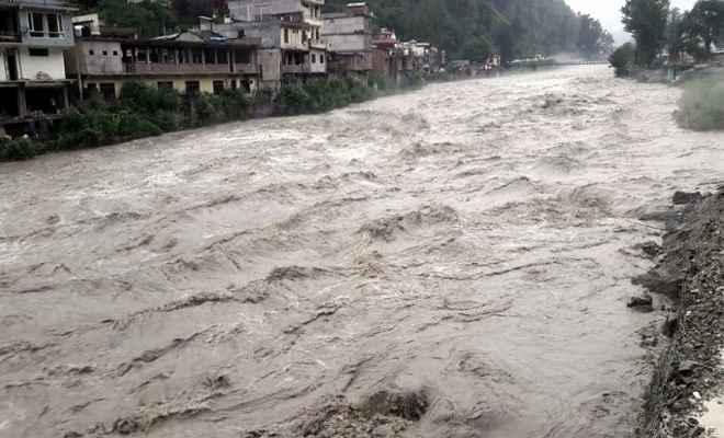 हिमाचल और उत्तराखंड में भीषण बारिश से अब तक कम से कम 32 लोगों की मौत, कई लापता