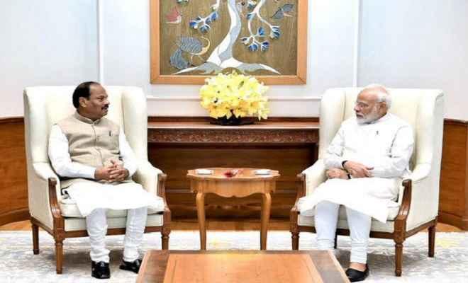 रघुवर दास ने प्रधानमंत्री मोदी और अमित शाह से की मुलाकात, झारखंड में चल रही योजनाओं की प्रगति की दी जानकारी