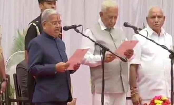 कर्नाटक: येदियुरप्पा कैबिनेट का विस्तार, 17 विधायकों ने ली मंत्री पद की शपथ
