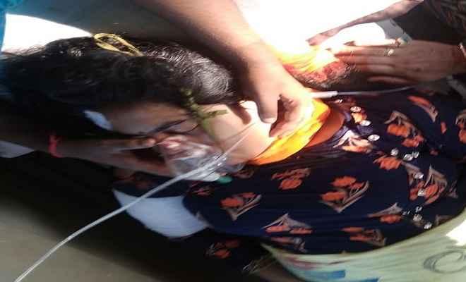 सड़क हादसे में शिक्षिका गंभीर रूप से घायल, प्राथमिक उपचार के बाद बेतिया रेफर