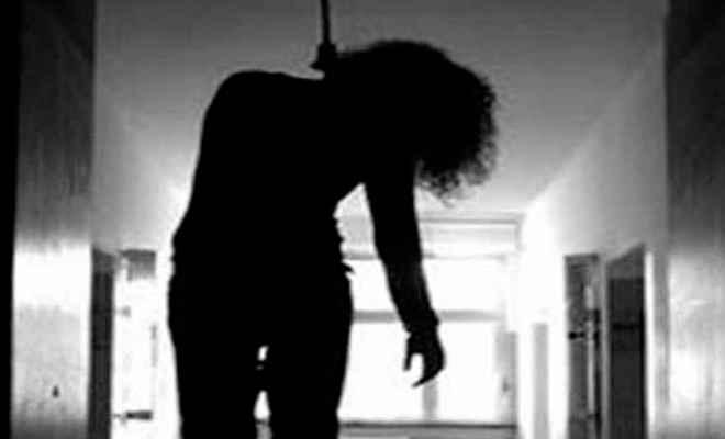 मोतिहारी में डेटा ऑपरेटर युवती ने फांसी लगाकर आत्महत्या की
