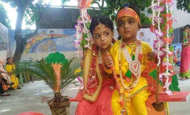 श्री कृष्ण महोत्सव के रंग में रंगे स्कूली बच्चे, कृष्ण और राधा बन कर पहुंचे स्कूल