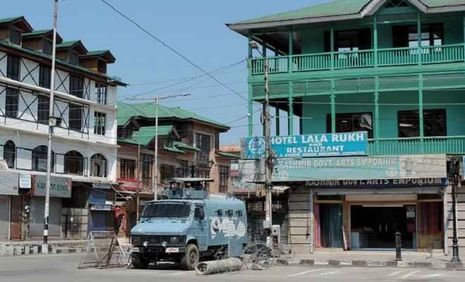 कश्मीर घाटी में बजने लगीं फोन की घंटियां, धीरे-धीरे बहाल होंगी मोबाइल और इंटरनेट सेवा