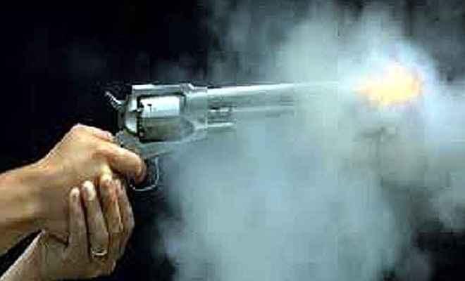 बेखौफ अपराधियों का कहर, घर में घुसकर ठेकेदार, उसकी पत्नी और बेटी को बनाया गोली का निशाना