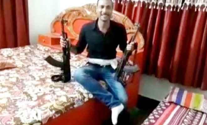 एके 47 लहराने का वायरल हुए वीडियो मामले में पुलिस ने दो लोगों को किया गिरफ्तार