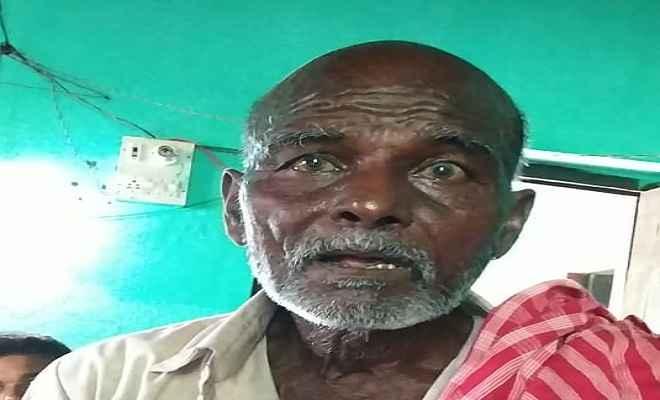 बच्चा चोर कह ग्रामीणों ने एक वृद्ध को घेरा, पुलिस कर रही मामले की जांच