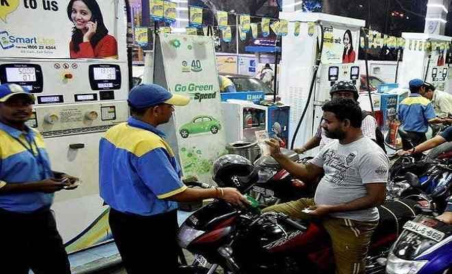 पेट्रोल-डीजल की कीमतों में हुआ इजाफा, जानिए क्या हो गई हैं कीमतें