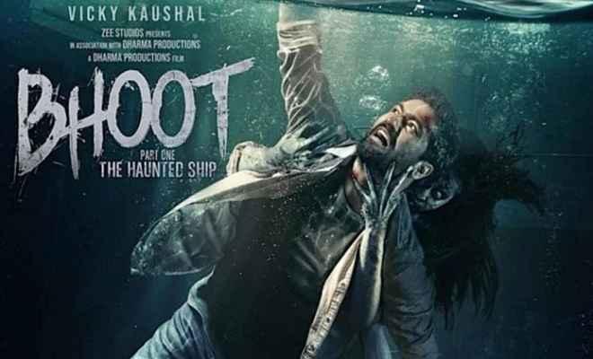 'भूत' का नया पोस्टर हुआ रिलीज, पानी के बीच विक्की का दिखा खतरनाक लुक
