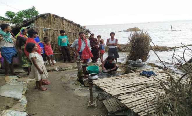 गंगा के जलस्तर में लगातार वृद्धि: कई गांवों पर बाढ़ का खतरा मंडराया, इलाके के लोग सहमे