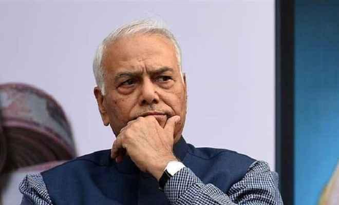 पूर्व मंत्री यशवंत सिन्हा को श्रीनगर एयरपोर्ट से भेजा गया वापस, अन्य सदस्यों को अनुमति मिली