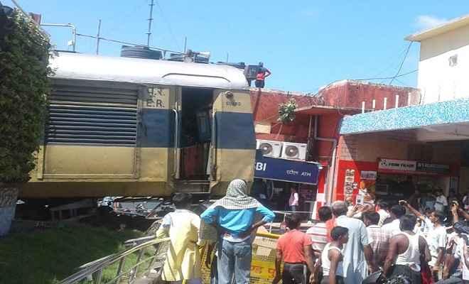 बैरियर तोड़कर जसीडीह स्टेशन से बाहर निकली लोकल ट्रेन, डीआरएम ने दिये जांच के आदेश