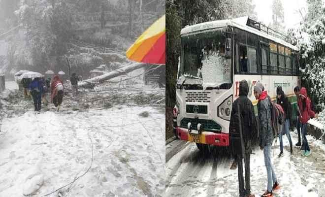 शिमला में भारी बर्फ़बारी में फंसे पर्यटक, पुलिस कर रही रेस्क्यू, ऊपरी इलाका पिछले पांच दिनों से राज्य मुख्यालय से कटा