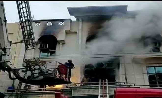दिल्ली के पटपड़गंज इंडस्ट्रियल एरिया की फैक्टरी में भीषण आग, एक की मौत