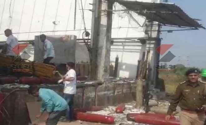 गुजरात के एम्स इंडस्ट्रियल प्राइवेट लिमिटेड फैक्ट्री में ऑक्सीजन सिलेंडर विस्फ़ोट, 6 मजदूरों की मौत, दर्जनों घायल