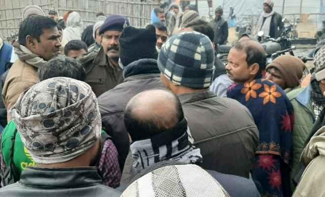 रामगढ़वा में अपराधियो ने व्यवसायी के मुंशी से छीने 8 लाख, एसपी व डीएसपी पहुंचे घटनास्थल पर