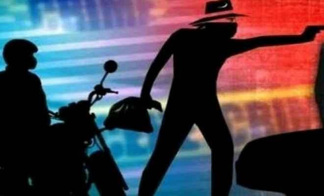 समस्तीपुर में एक दर्जन सशस्त्र अपराधियों ने एलआईसी ऑफिस से 12 लाख रुपए लूट लिया
