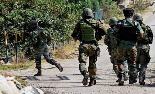 जम्मू कश्मीर के शोपियां जिले में 3 आतंकवादी ढेर, सुरक्षा बलों के साथ मुठभेड़ जारी