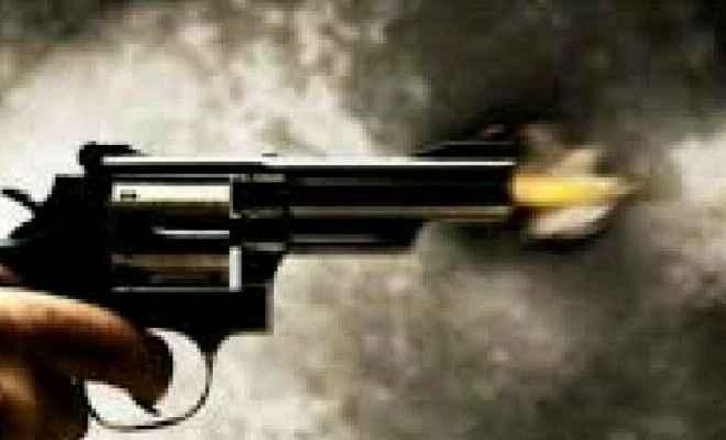 बिहार के औरंगाबाद में झंडातोलन करने जा रहे मुखिया पुत्र पर अपराधियों ने किया सरेआम फायरिंग