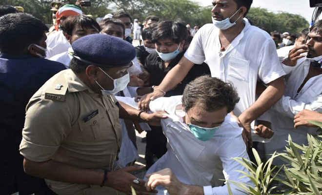राहुल गांधी की पुलिस के साथ जबर्दस्त झड़प, धक्कामुक्की के बाद सड़क पर गिरे, धरने पर बैठे, गिरफ्तार