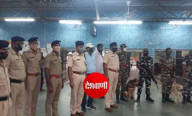 रक्सौल स्टेशन पर एसएसबी के डॉग स्क्वाड के साथ आरपीएफ ने चलाया संयुक्त जांच अभियान