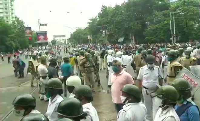 कोलकाताः ममता बनर्जी के खिलाफ सड़क पर उतरी बीजेपी कार्यकर्ता, लाठीचार्ज, हावड़ा ब्रिज बंद