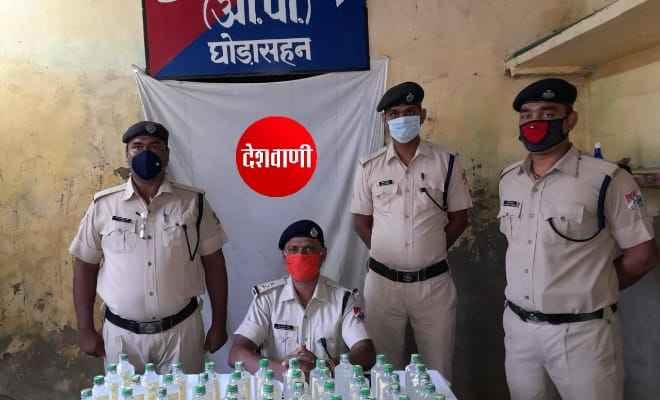 घोड़ासहन रेलवे स्टेशन के पास से 61 पीस नेपाल निर्मित शराब आरपीएफ ने किया बरामद
