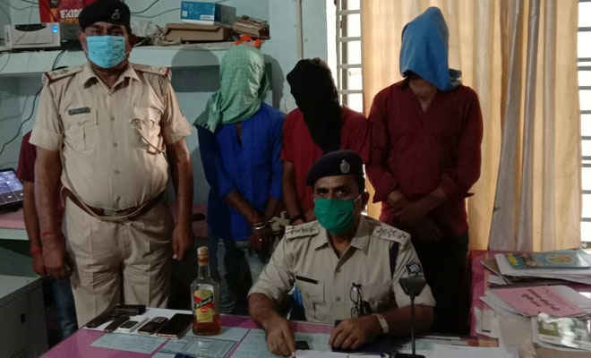 मोतिहारी के मधुबन में आर्म्स के साथ तीन गिरफ्तार, पुलिस ने कहा- अपराध को अंजाम देने की फिराक में थे तीनों