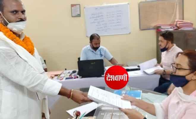 विधानसभा चुनाव को लेकर नामांकन के अंतिम रोज रक्सौल 10 और नरकटिया 12 से कुल 15 प्रत्याशियों ने नामांकन दर्ज किया