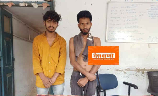 मोतिहारी के बरियारपुर में लोगों ने दो युवकों को कमरे में बंद कर पुलिस को बुलाया, पिस्टल दिखा किया था किशोरी को अगवा