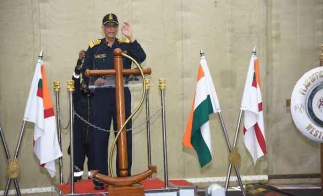 भारतीय नौसेना के प्रमुख युद्धक पोतों की संचालन और युद्धक तैयारियों की नौसेना प्रमुख एडमिरल करमबीर सिंह ने की समीक्षा