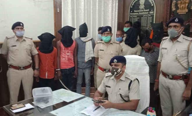 मोतिहारी के छौड़ादानों में अपराध के लिए जुटे 8 गिरफ्तार, पिस्टल, कारतूस व लूटी गई दो बाइक बरामद