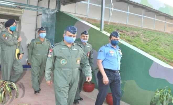 एयर मार्शल वीआर एवीएसएम वीएम ने जम्मू में फ्रंटलाइन एयर बेस का किया दौरा