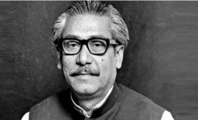 बंगलादेश: राष्ट्रपिता बंगबंधु शेख मोजिबुर्रहमान को श्रद्धांजलि देने के लिए कल ढाका में लगाई गई एक चित्र प्रदर्शनी