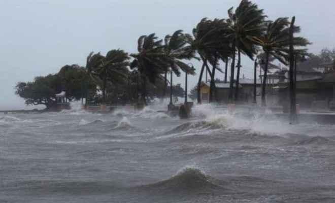 मौसम विभाग: चक्रवाती तूफान निवार 11 किमी प्रति घंटे की रफ्तार से पश्चिम-उत्तर पश्चिम की ओर बढ़ रहा