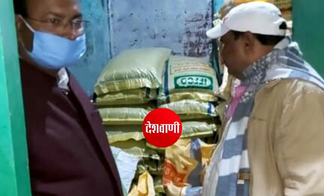 रक्सौल: छापेमारी कर चावल बजार से 119 बोरा अवैध उर्वरक बरामद, दुकान सील, दुकानदार गिरफ्तार
