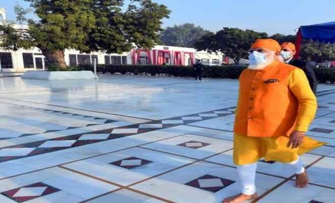 प्रधानमंत्री ने गुरुद्वारा रकाबजंग का दौरा किया, गुरु तेग बहादुर जी को श्रद्धासुमन अर्पित किए