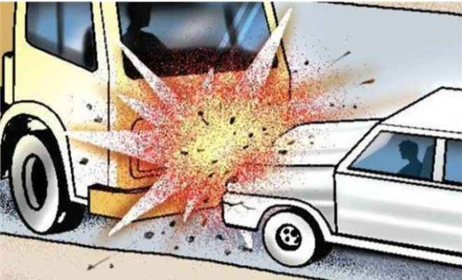 झारखंड: ट्रक और कार की टक्कर में चार लोगों की मौत, दो घायल