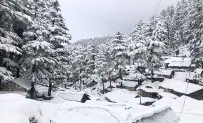 हिमाचल प्रदेश:  मध्यम और अधिक ऊंचाई वाले क्षेत्रों में हिमपात और छिटपुट वर्षा हुई