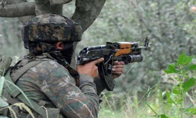 जम्मू-कश्मीर: सुरक्षाबलों के साथ मुठभेड़ में तीन आतंकवादी ढेर