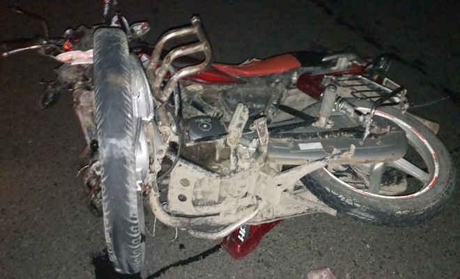 मोतिहारी की तरफ से पीपराकोठी ओवर ब्रिज पर जाने से मनाही के बावजूद बाइक सवार चढ़े, हुई स्कॉर्पियो से टक्कर, एक की मौत, दूसरा घायल