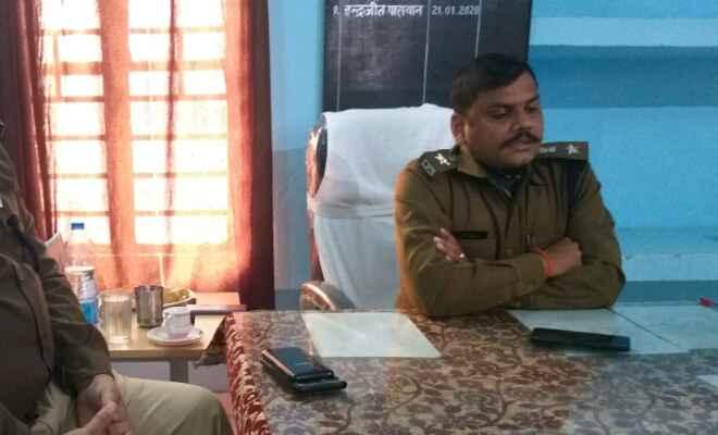 मोतिहारी के चिरैया में एसपी नवींनचंद्र झा ने कहा थानाध्यक्ष अभियान चलाकर करें वारंटीयो की गिरफ्तारी