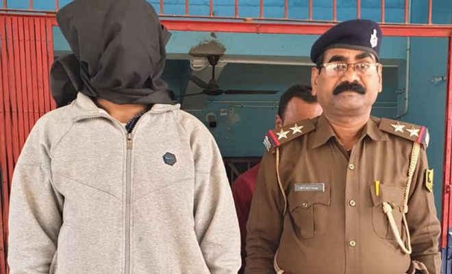 मोतिहारी पुलिस ने बरौनी से हामीद राजा को किया गिरफ्तार,  पुलिस ने कहा- शातिर बदमाश, जिले बदल-बदलकर करता है आपराधिक वारदात