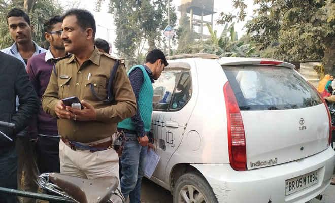 मोतिहारी में इंडिका कार को घेरकर फिल्मी स्टाइल में उत्कर्ष फाइनेंस के 10.18 लाख लूटे, कार की तीन तरफ से भिड़ाई थी पिस्टल, गाड़ी का शीशा तोड़ कर्मियों को निकाला
