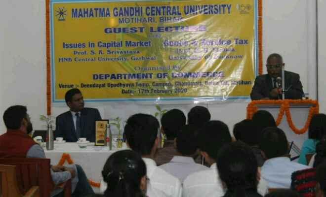 मोतिहारी में महात्मा गांधी केंद्रीय विश्वविद्यालय के वाणिज्य विभाग में भारतीय पूंजी बाजार के उभरते विषय पर हुई चर्चा
