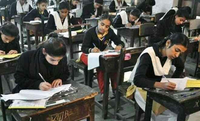 चिरैया के दो परीक्षा केंद्रों पर दूसरे दिन मैट्रिक की परीक्षा में 65 बच्चे रहे अनुपस्थित