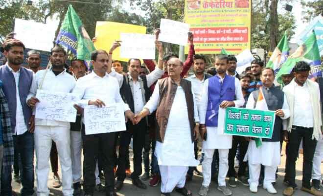 बेरोजगारी, भ्रष्टाचार, सीएए व शिक्षा की बदहाली के खिलाफ जविपा ने बनाई मानव श्रृंखला