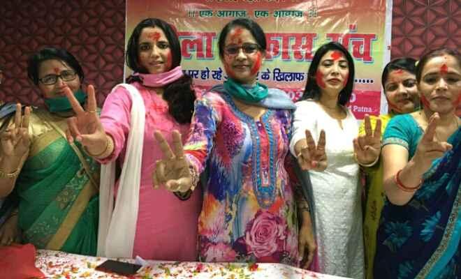 निर्भया के दोषियों को मिली फांसी पर महिला विकास मंच ने मनाया जश्न, कहा – सबको लेना चाहिए सबक